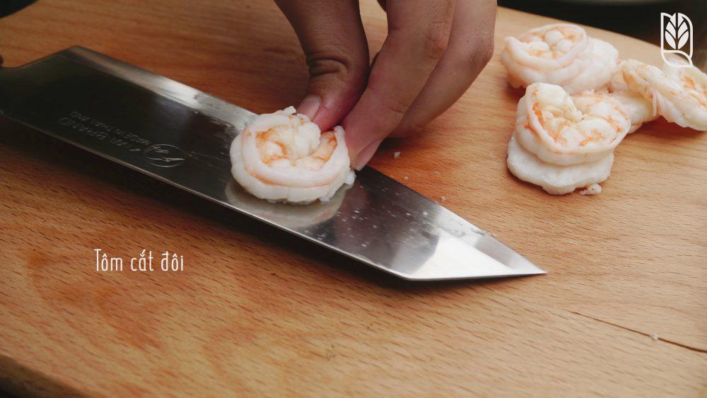 cắt tôm- Món gỏi cuốn ăn dặm - Men No Sato