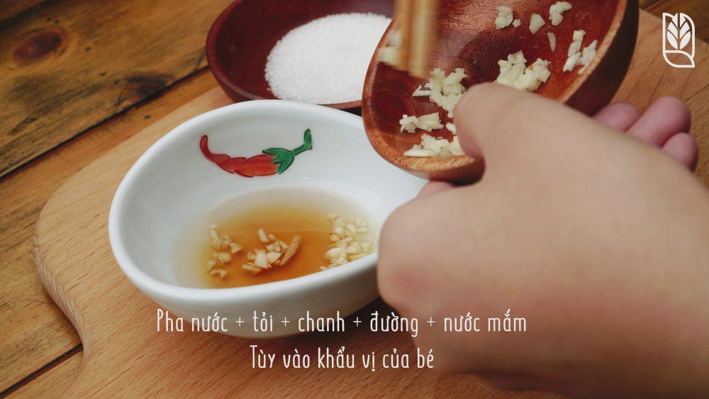làm nước chấm - Món gỏi cuốn ăn dặm - Men No Sato 3