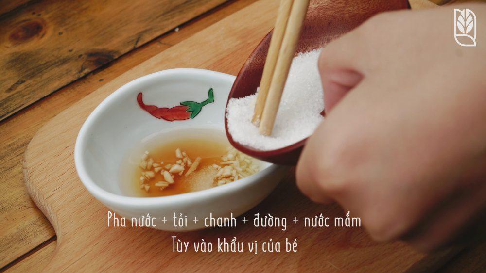 làm nước chấm - Món gỏi cuốn ăn dặm - Men No Sato 4